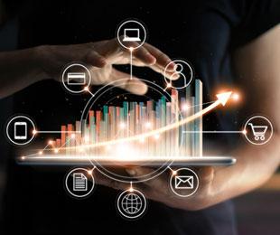 Virtuelle Statistik mit Icons unterschiedlicher Vertriebskanäle auf Tablet