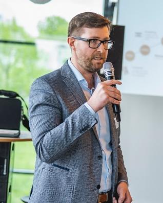 Bastian Minet mit Mikrofon