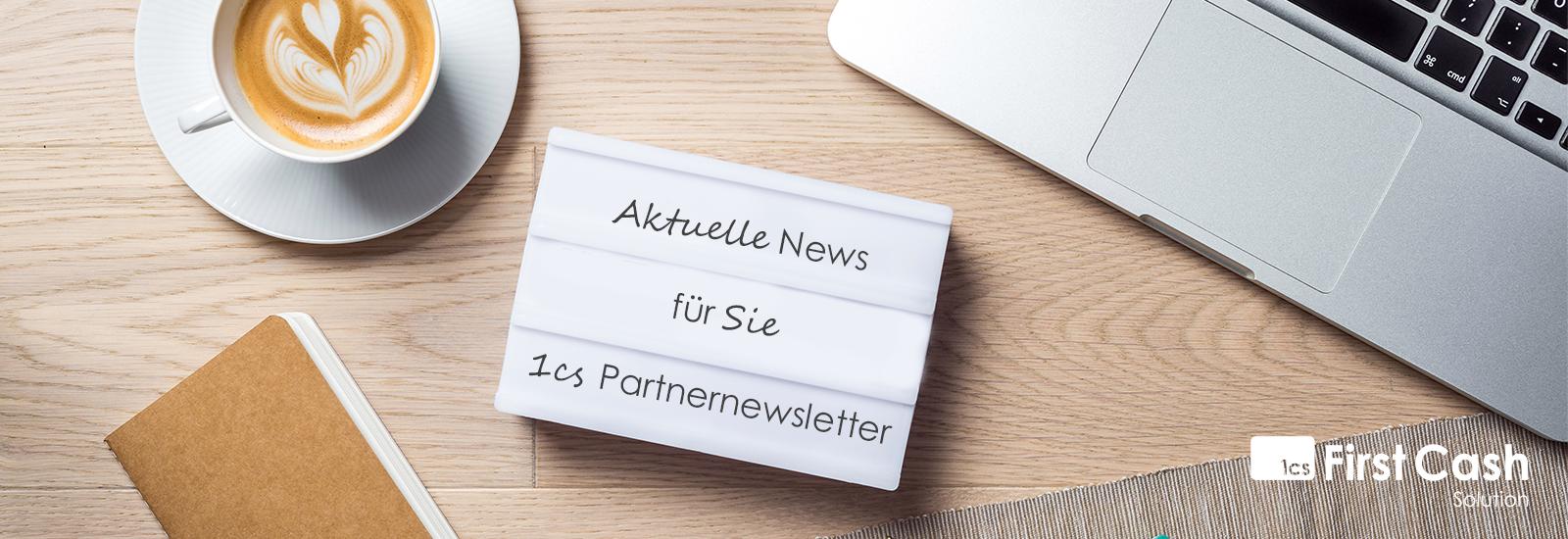 Orange Taste auf Tastatur mit Newsletter Schriftzug und Briefumschlag