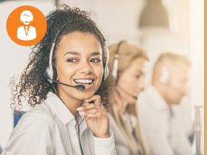 Freundliche Support-Mitarbeiterin mit Headset