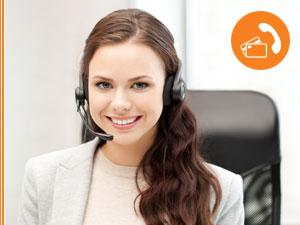 Support Mitarbeiterin mit Headset